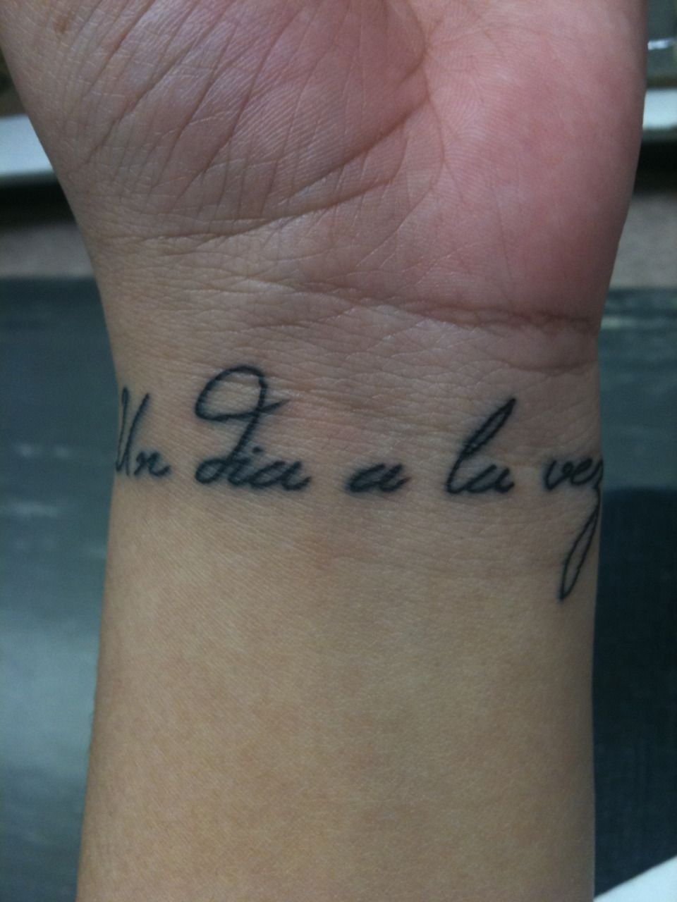 "This tattoo says ""Un dia a la vez"" which means ""One day at a time"" in Spanish. It's a daily reminder to take things slow and enjoy life because tomorrow is never promised."