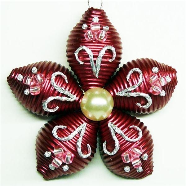 homemade christmas tree ornament flower pasta red pearl Nudeln