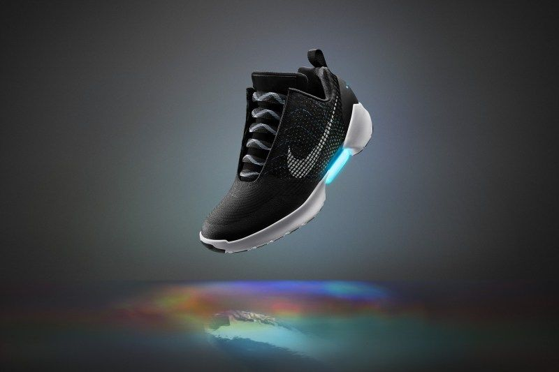 Nike Wreszcie Pokazalo Samosznurujace Sie Buty Jak Z Powrotu Do Przyszlosci Honeska Shoe Laces Lacing Sneakers Shoe Releases