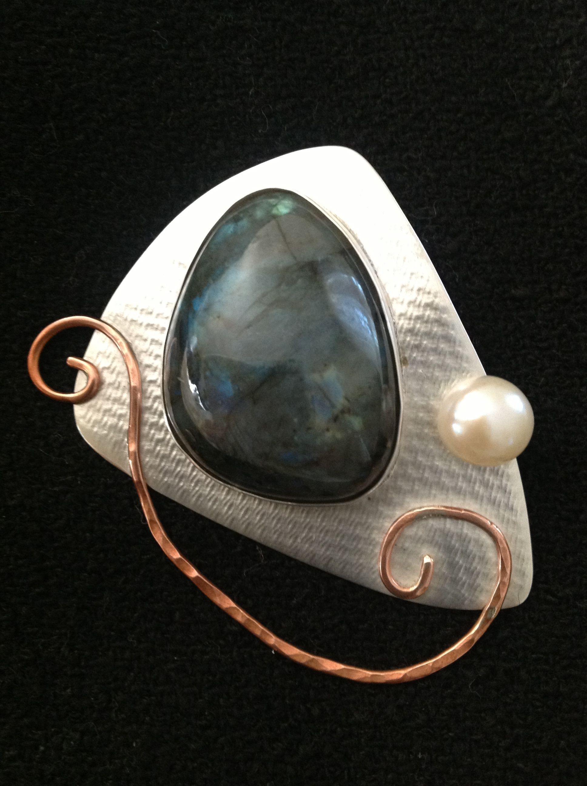 Sterling pinpendant with bezel set labradorite and button pearl