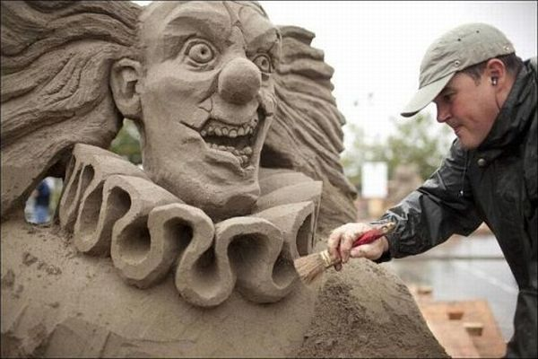 Beautiful and incredible sand sculptures.