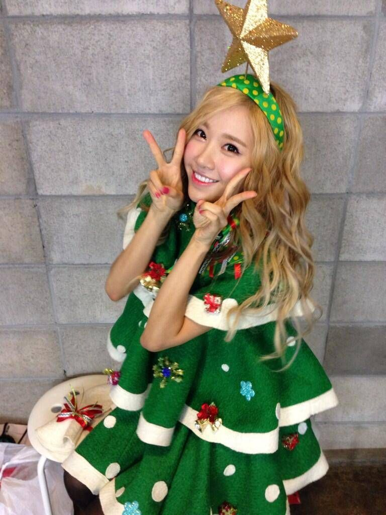 Crayon Pop dress up as Christmas trees for their