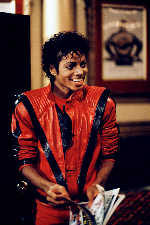 Vintagegal Michael Jackson Photographed By Douglas Kirkland During The Filming Of Thri Michael Jackson Thriller Michael Jackson Smile Michael Jackson Pics