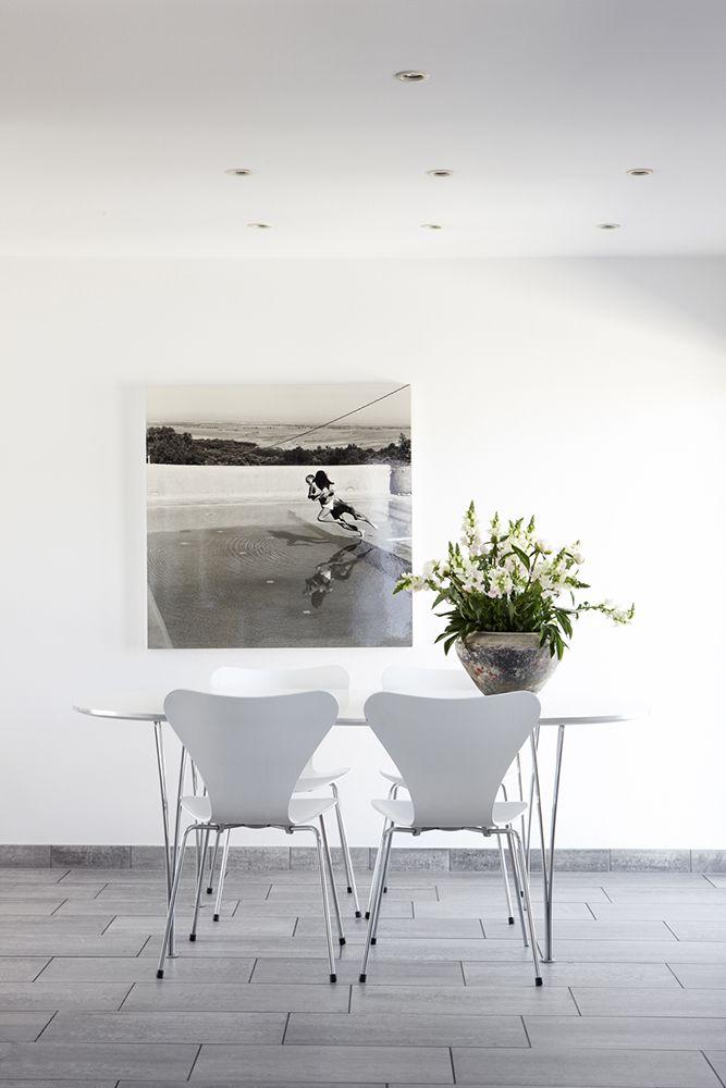 series 7 stuhl von arne jacobsen und super elliptischer tisch von piet hein und bruno mathsson. Black Bedroom Furniture Sets. Home Design Ideas