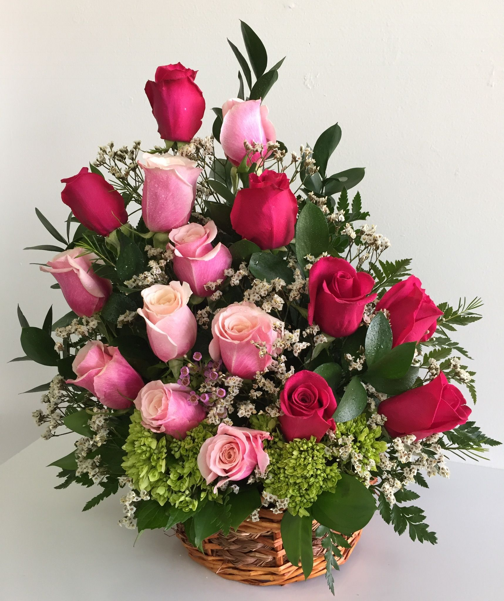 Pin By Raul Barreto On Valentine S Day Flowers Rose Flower Arrangements Flower Arrangements Beautiful Flower Arrangements