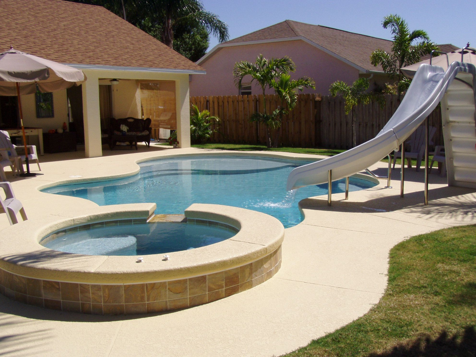 love this pool with a few built in planters for the home