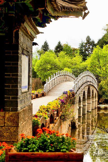 Bridge of the Black Dragon Pool taken from the Dragon Fountain - chinesischer garten brucke