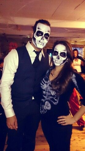 Skull makeup for halloween pregnant costume idea! All the family - halloween costume ideas for pregnancy