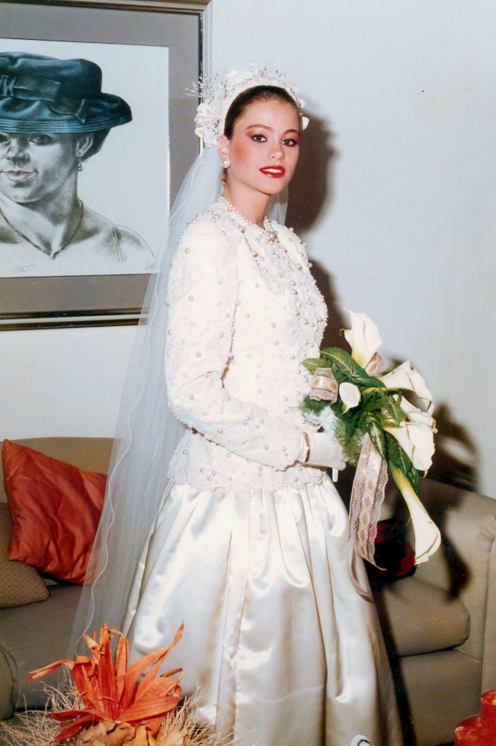 Sofia vergara wedding dress pictures