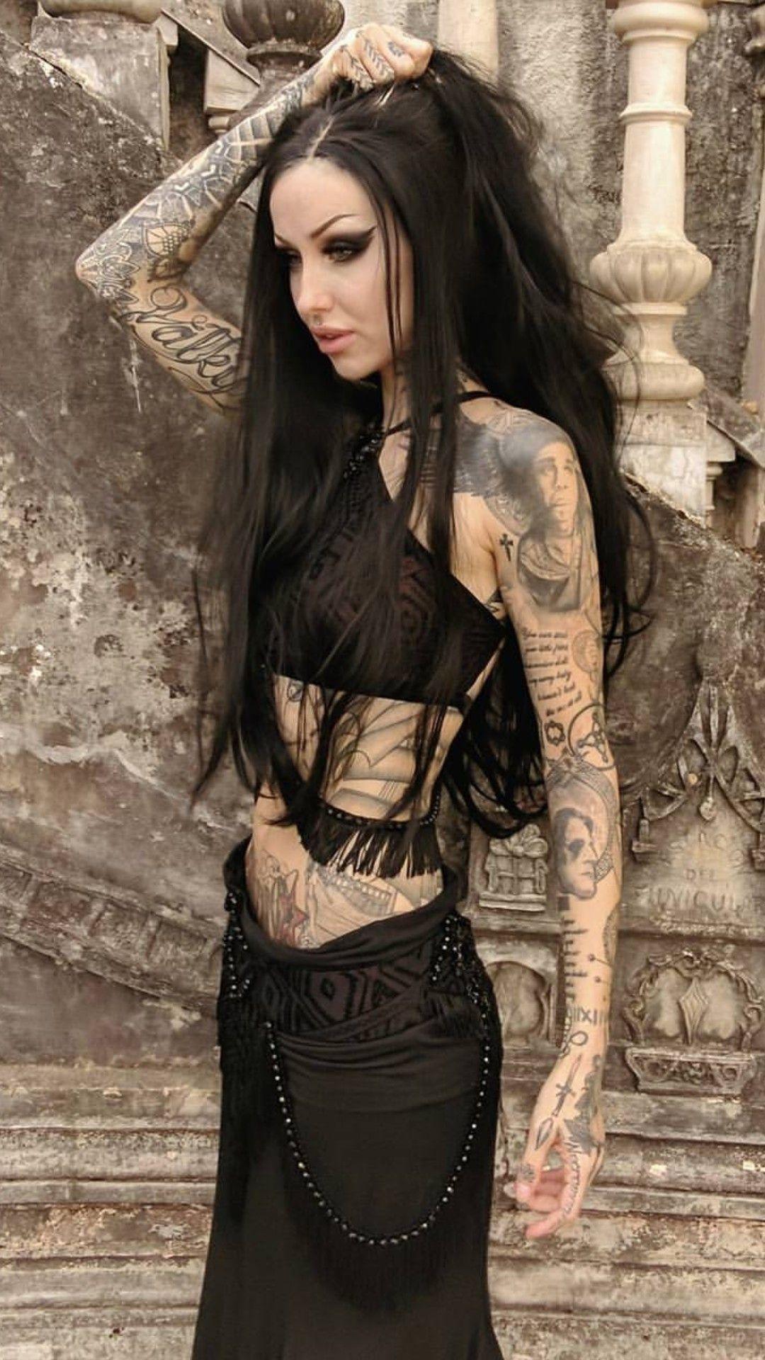 Tattooed Girl -   Art And Tats  Goth Girls, Goth -5903