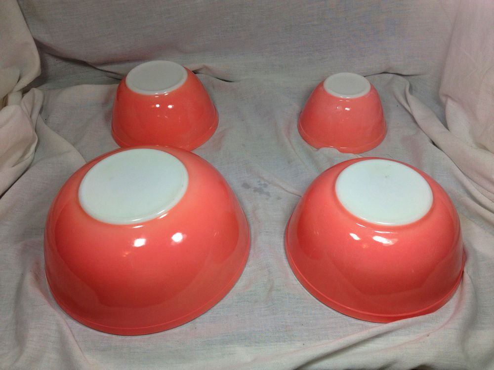 Set of 4 Vtg Pink and White PYREX Nesting/Mixing Bowls 401 402 403 404