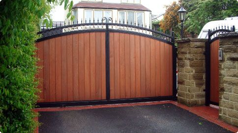 wood driveway gates designs wood driveway gates5 redwood gates pinterest hoftor. Black Bedroom Furniture Sets. Home Design Ideas