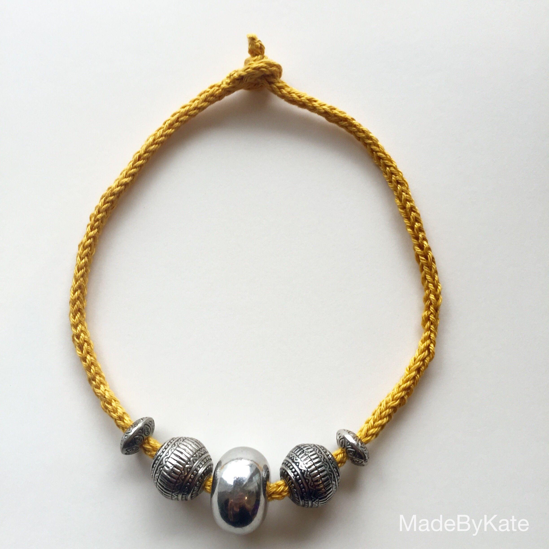 Come fare una collana facile con l'i-cord.  How to made a super easy I-cord necklace.