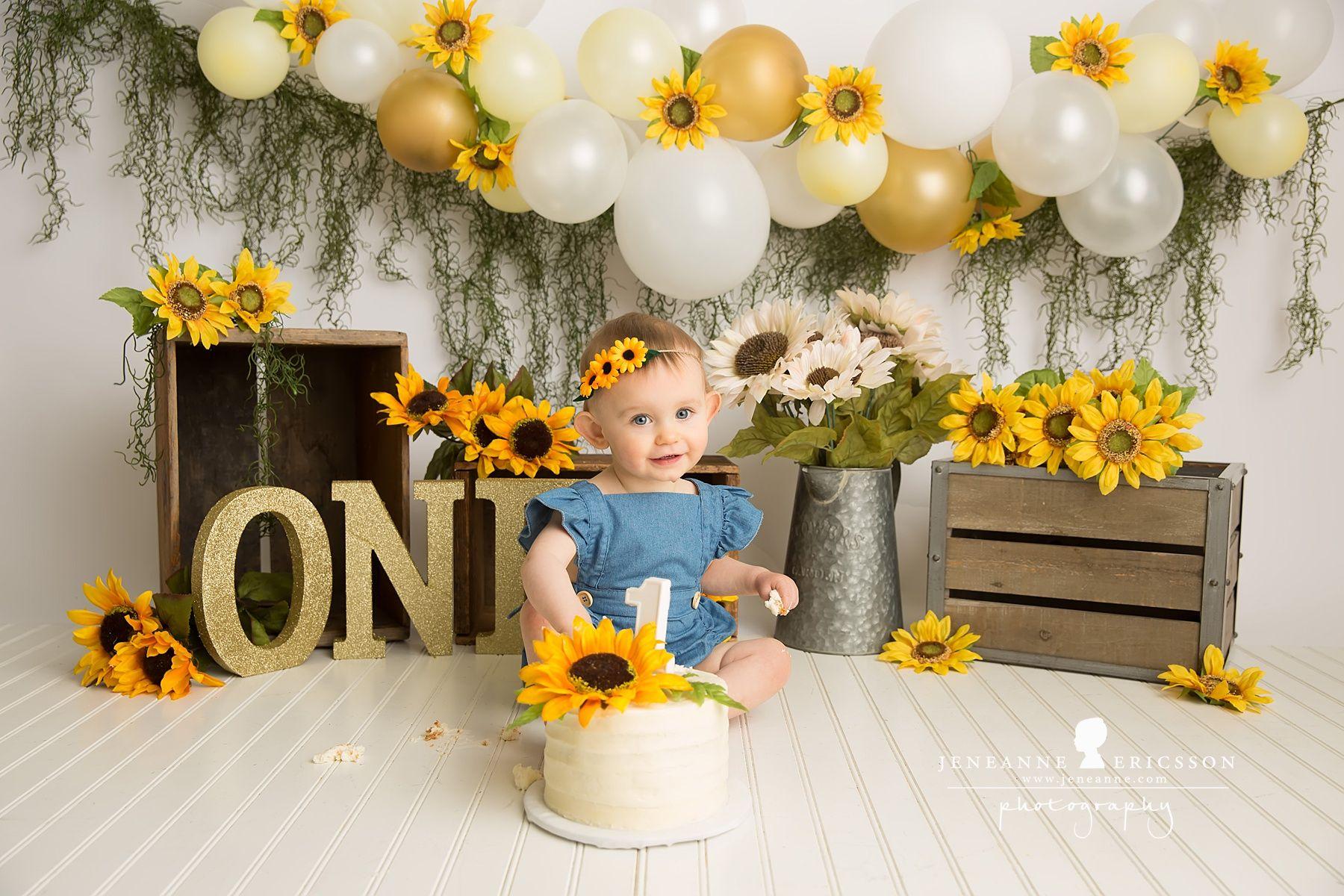 Sunflower girl cake smash balloon garland | Sunflower ...