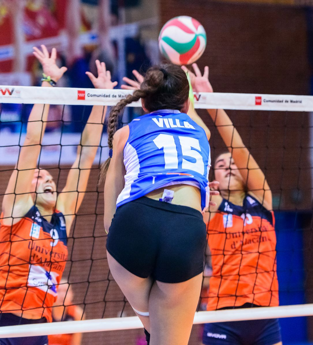 Pin By Valeria V V P On Voleibol Volleyball In 2020 Women Volleyball Female Volleyball Players Athletic Women