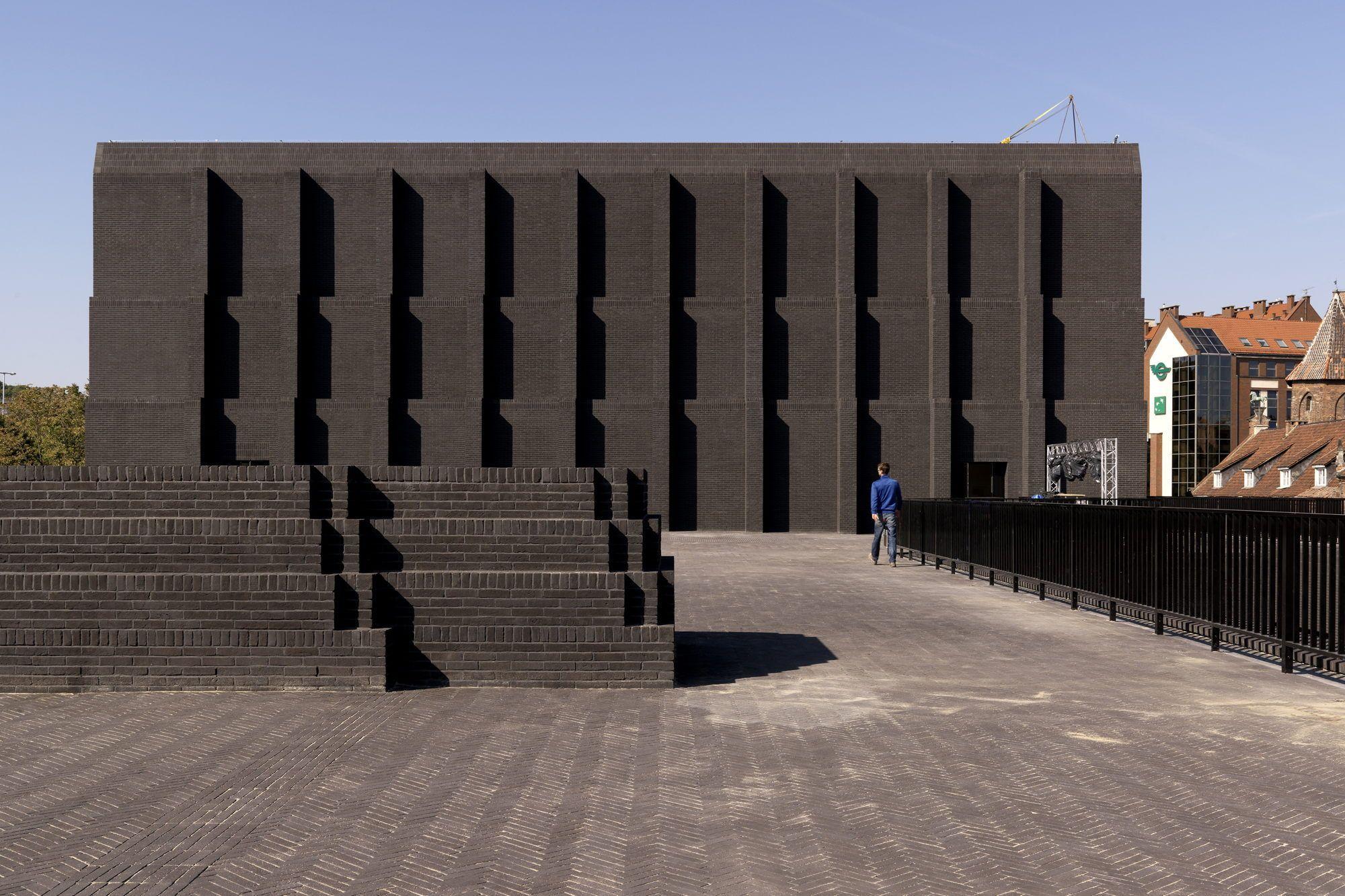 Spiel mit der zeit theater in danzig von renato rizzi for Studium der architektur