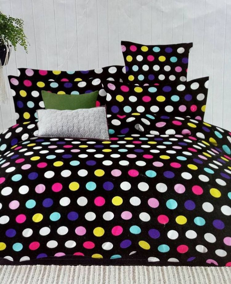 Go with the trendy collection of our quality bedsheet