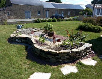 massif de fleurs et muret en pierres s ches jardin pinterest. Black Bedroom Furniture Sets. Home Design Ideas