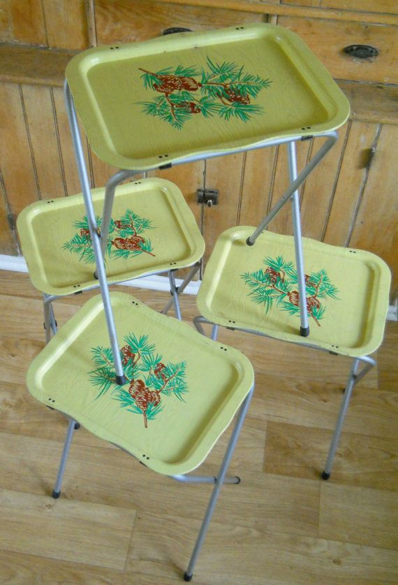 Vintage TV Trays Set Of 4 Quaker Maid Yellow By Lisabretrostyle2 SOLD