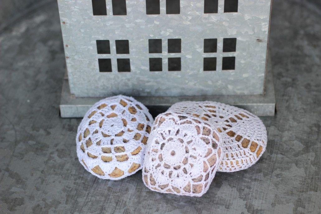 crochet stones by memmu / from SisustusTaina blog