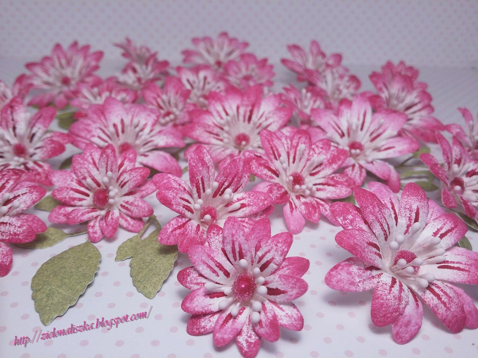 Pare Zdjec Kwiatkow Ktore Powstaly W Nowym Roku Wszystkie Sa Zrobione Z Papieru Czerpanego Te Pie Paper Flower Tutorial Flower Tutorial Handmade Flowers
