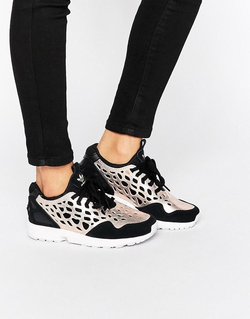 5da17f4a5 Adidas | Zapatillas de deporte en negro y dorado con cordones ZX Flux de Adidas  Originals en ASOS