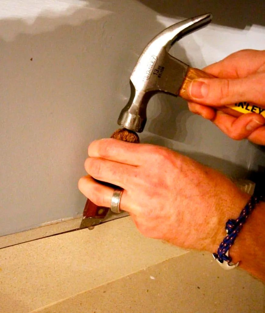 How To Remove Old Laminate Countertops Backsplash Without Damaging The Cabinets Charleston Cra Kitchen Remodel Countertops Laminate Countertops Countertops