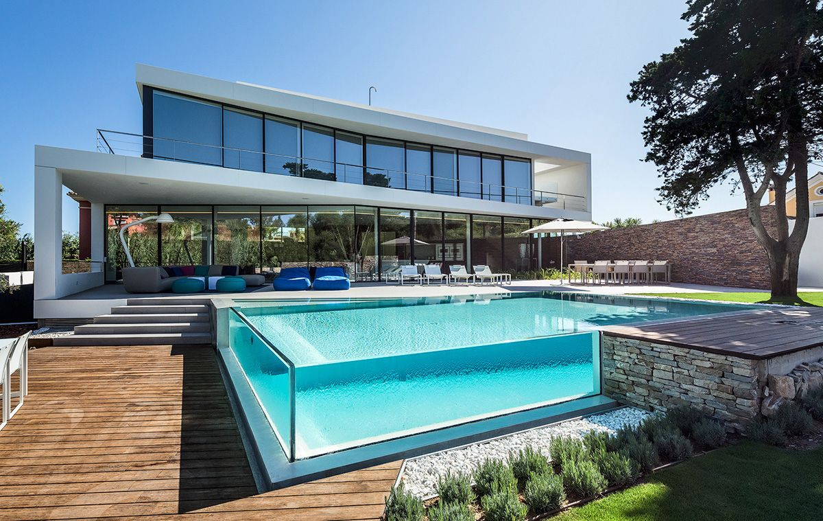 20 stunning glass swimming pool designs small swimming for Large swimming pool designs