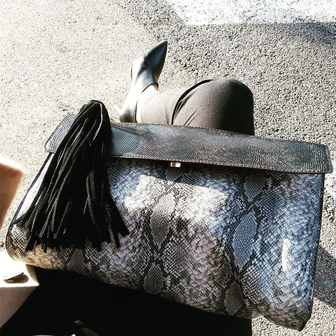 Working girl! Il est pas juste trop beau mon nouveau sac Zara?  #inditex #loveinditex #sac #leather #zara #bag #pochette #working #workinggirl #fashion #accessories #fashionista #fashionaddict #selfie #mode #nice #follow #frenchriviera #style #print #animalprint #imprime #trendy #trend #ootd #outfit #snake #snakeprint by iamsarahconnor at http://ift.tt/1hCWVmI
