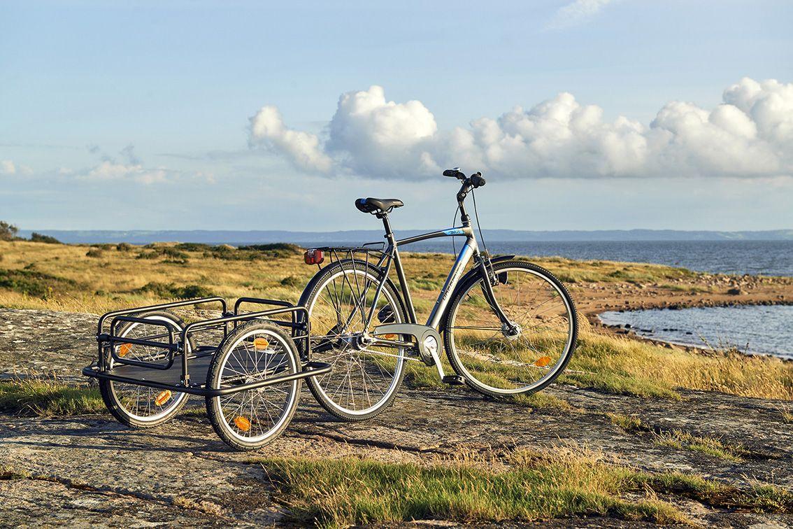 Suunnitteletko pyöräretkeä? Kätevä pyöräkärry (27-177) helpottaa tarvikkeiden kuljettamista. Tavarat vain kyytiin ja menoksi!
