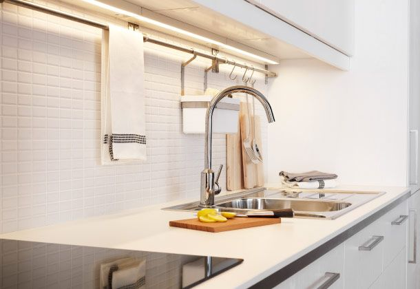 Ikea Mischbatterie Küche | Weisse Arbeitsflache Mit Verchromter Ringskar Einhand Mischbatterie