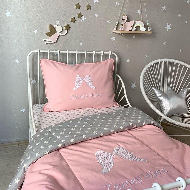 Günaydın✨✨Güzel geçsin gününüz🙏 Duvar aksesuarlarımız ile çok sevdiğimiz yatak örtüsü serimize renk katan @wooden.dreamss e çok teşekkürler💕 #cocukodasi #yatakÖrtüsü #cocukuykuseti #isimliyastik #periodası #periliyastık #perikanadı #fairy #kidsroomdesign #kidsroomdecor    #Regram via @BrnFmWihsdz
