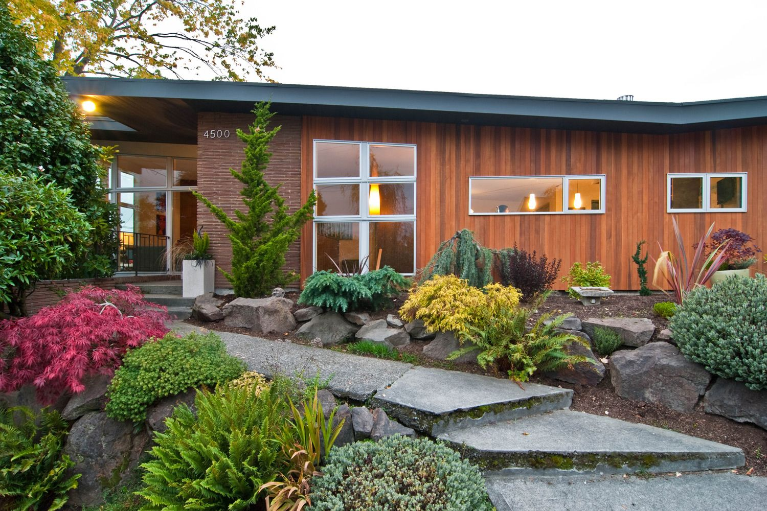 mid century modern home | Mid century landscaping, Mid ...