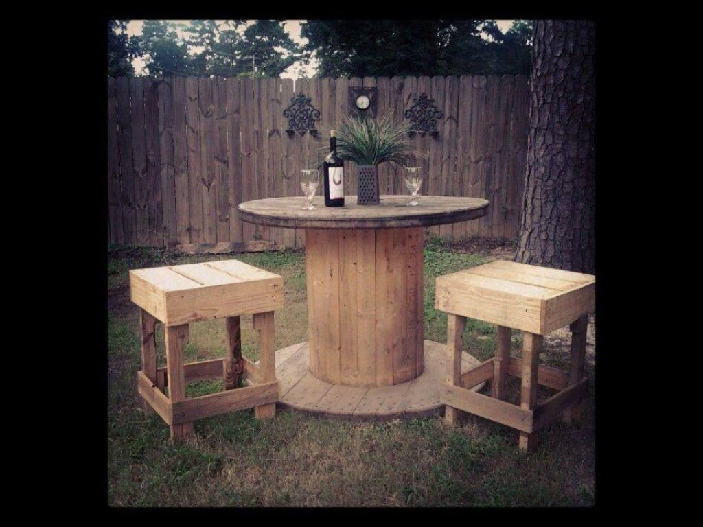 Yard furniture -pallets and a spool | Things for Greg to ...