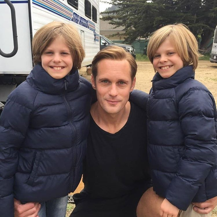 New Pics Swipe 2 New Pics Of Alex On The Set Of Big Little Lies 1 Pics From The Adorables Twins Alexander Skarsgard Big Little Lies Alexander