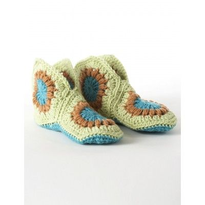 Granny Slippers - free crochet pattern - perfect for Christmas Gifts