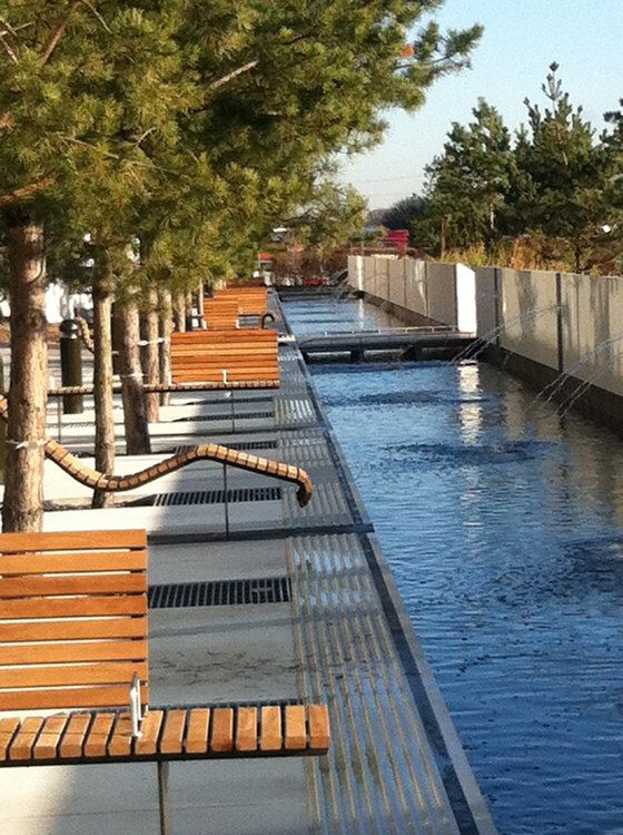 Resting area beside the river proyecto pinterest for Equipamiento urbano arquitectura pdf