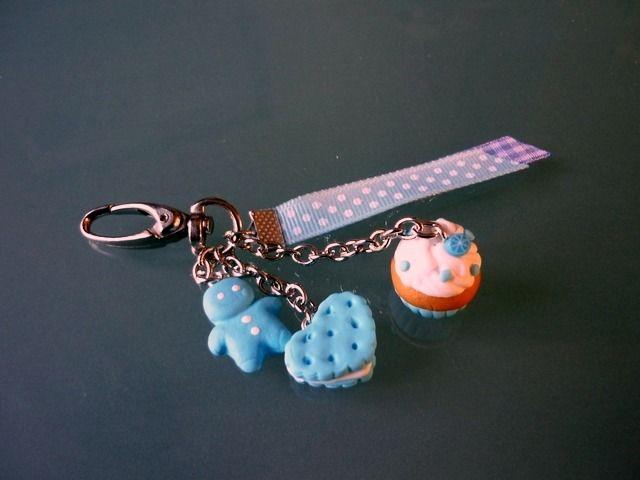 porte clés ou bijoux de sac, garni de gourmandises bleues claires, : Porte clés par sweet-liline35