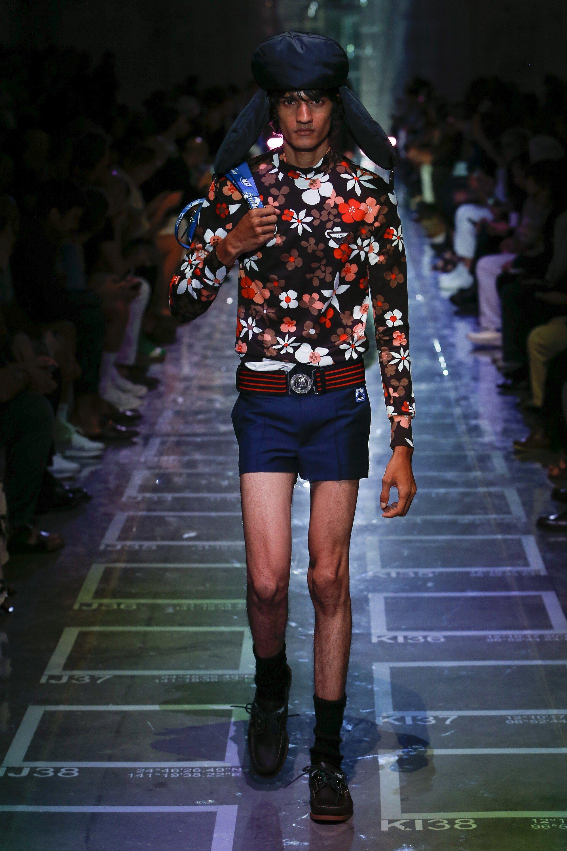 Prada Spring 2019 Menswear Milan Collection - Vogue Tendências Da Moda,  Estampas, Primavera Prada 574b90c4f9