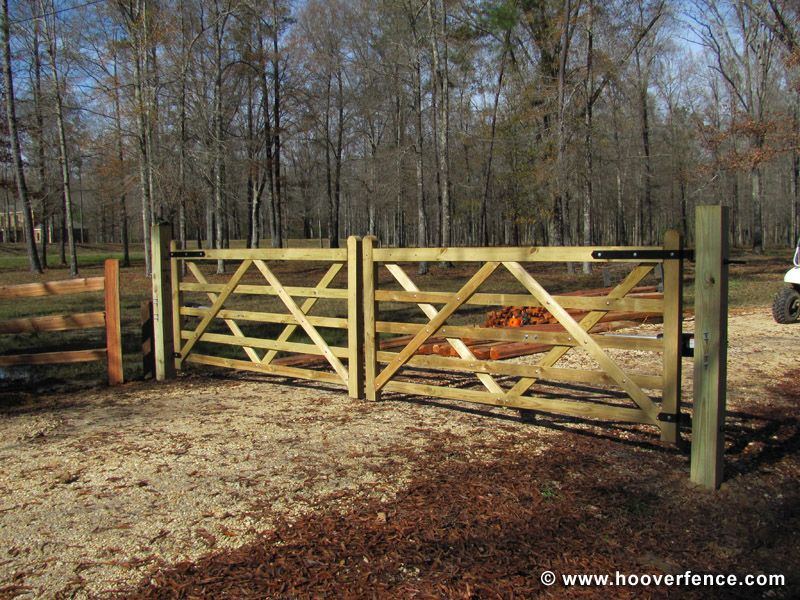 Cambridge Double Operator1 Jpg 800 600 Pixels Hoover Fence Love These Fences And Gates Farm Gate Entrance Diy Driveway Wood Gate