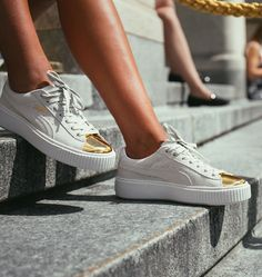 Sneakers femme - Puma Suede Platform Gold Toe (©caliroots) ✔️