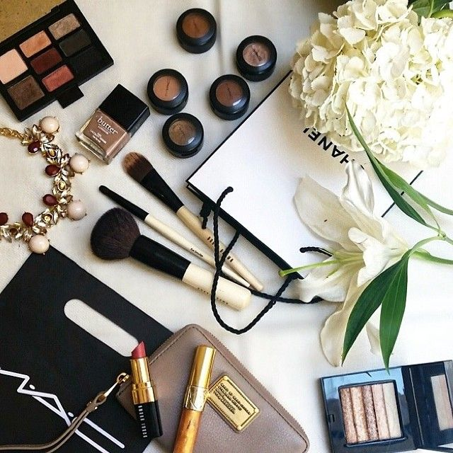 Never enough neutrals in the makeup bag... so many favorite beauty essentials here!