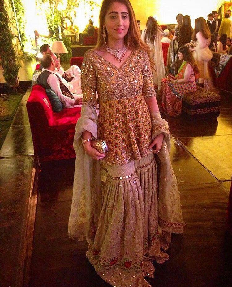 Mehndi Traditional Dresses : Pin by ambreen pathan on pakistani fashion pinterest