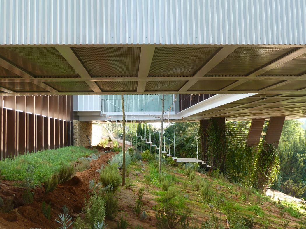 Good CARLOS FERRATER Y ADI Arquitectura·Vivienda En Voladizo Alrededor De Patio ·2010·[