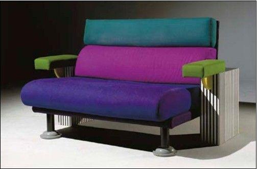 미켈레 데 루치의 Lido Sofa라는 작품으로, 보세가지의 전혀 어울리지 않을 것 같은 색깔의 조합으로 독특함을 만들어냈습니다.