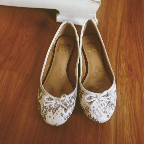 Spring ballet flats Purple and cream flats from dolce vita. Lightly used Dolce Vita Shoes Flats & Loafers