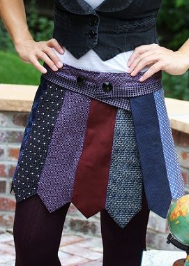 Falda compuesta de corbatas. La clave esta en la reutilizar #Upcycling 100% #kooperaUpcylcing