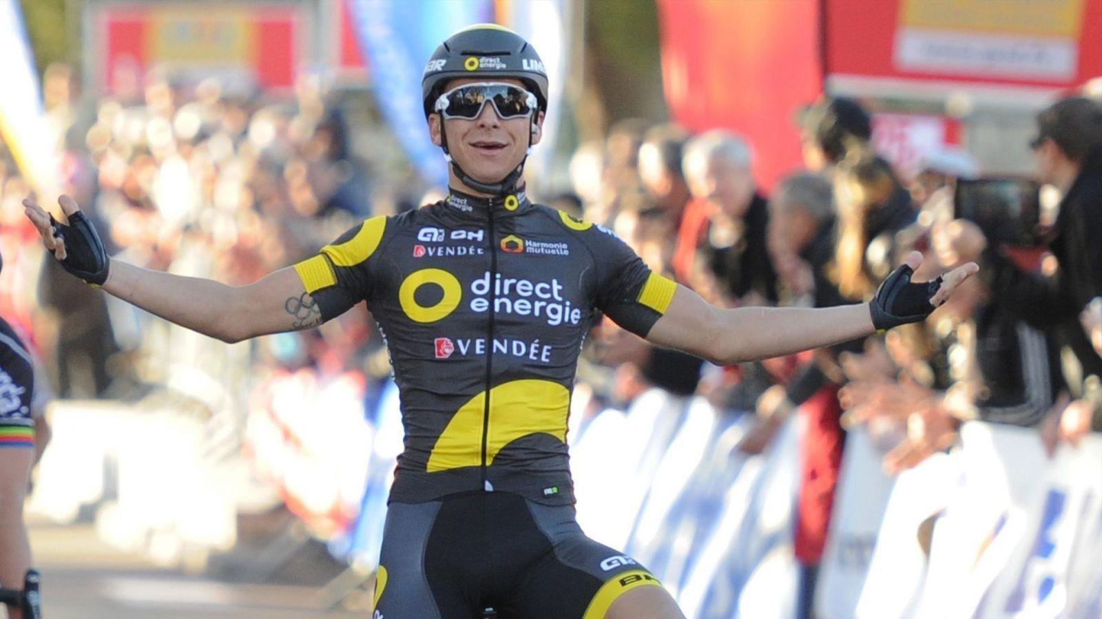 TOUR DE FRANCE 2016 - Ce lundi, à l'occasion de la 3e étape, l'équipe Direct Energie a tenu à rendre hommage à Romain Guyot, décédé en mars dernier, en arborant un maillot spécial. Le nom du coureur, originaire d'Angers, a été ajouté sur la manche droite...