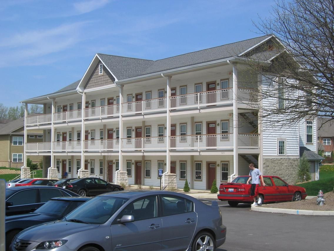 The View Some Of The Best Student Living Around Located Right Next To Bloomington S Busiest Off Campus B Bloomington Indiana 1 Bedroom Apartment Bloomington
