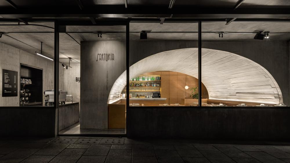 Concrete Arch Covers Mexico City S Italian Restaurant Sartoria In 2020 Architecture Concrete Interiors Concrete Design